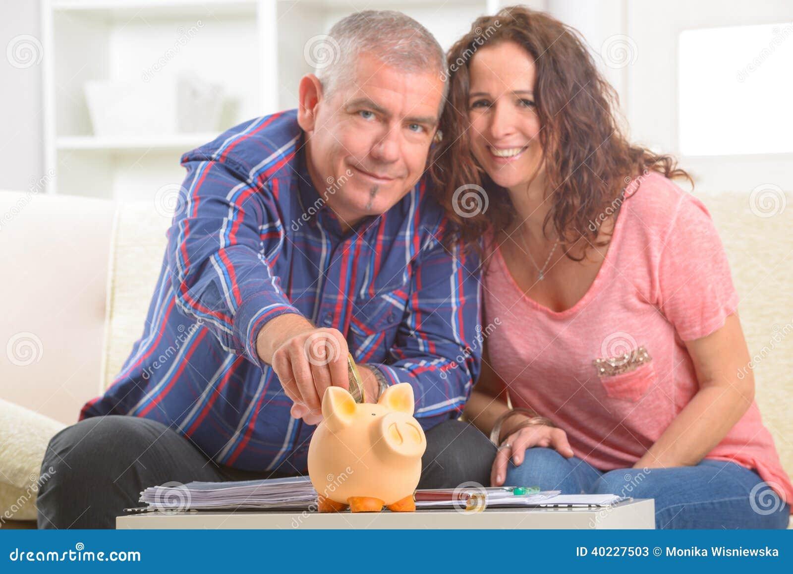 Soldi di risparmio delle coppie