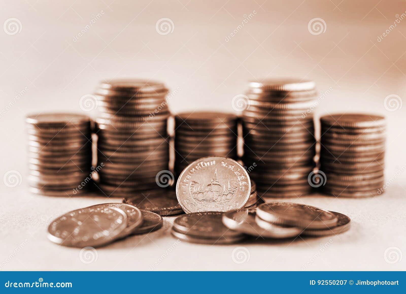 Soldi di risparmio e concetto di finanza di conto