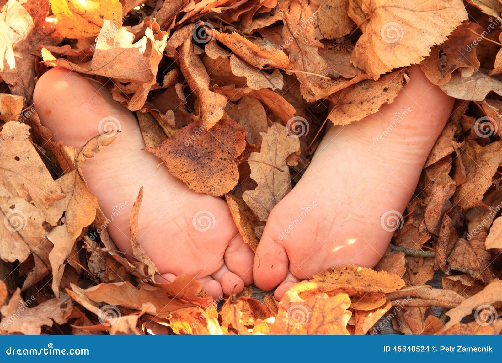 little girl bare toes
