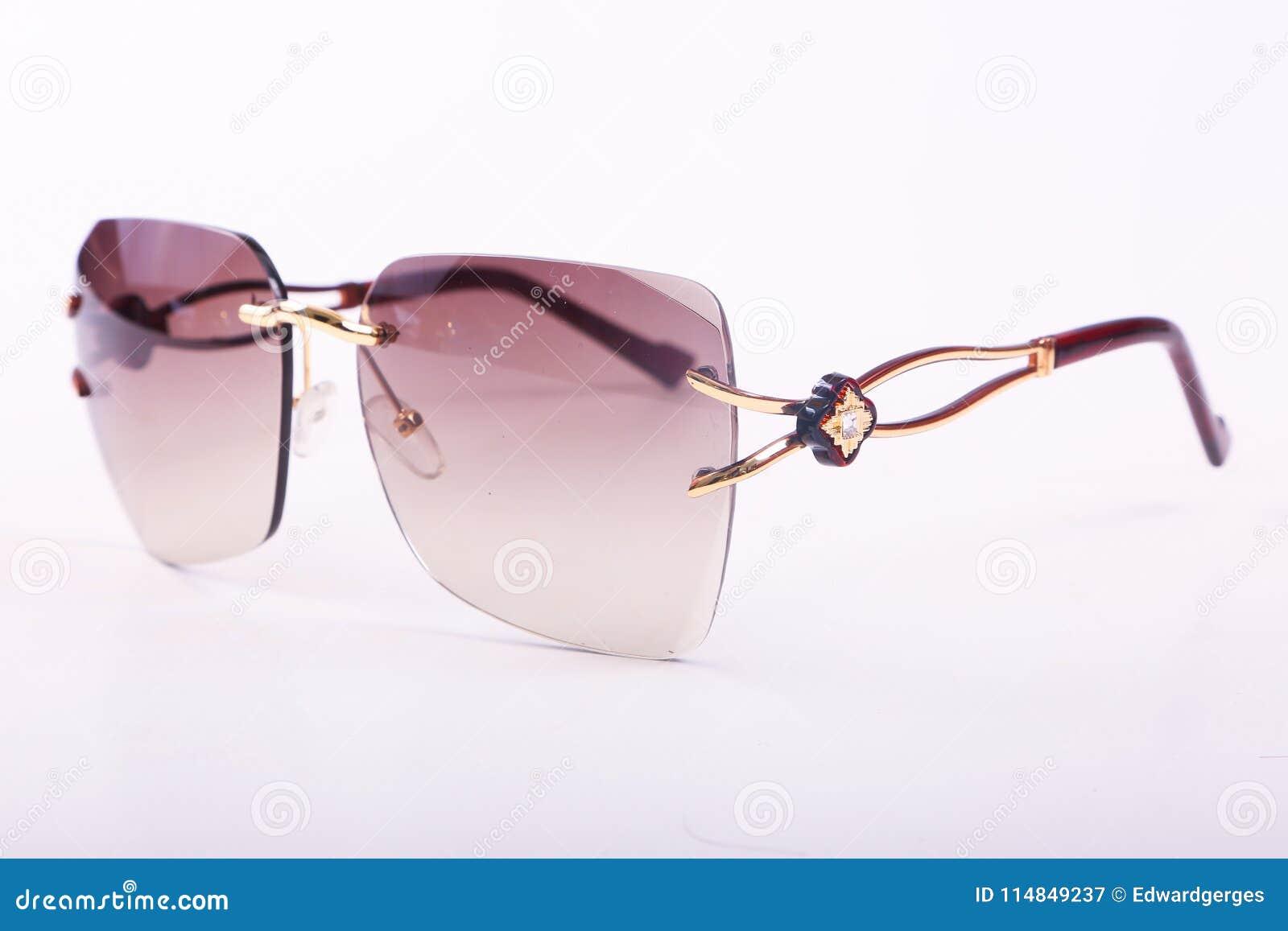 Solglasögon för moderna kvinnor