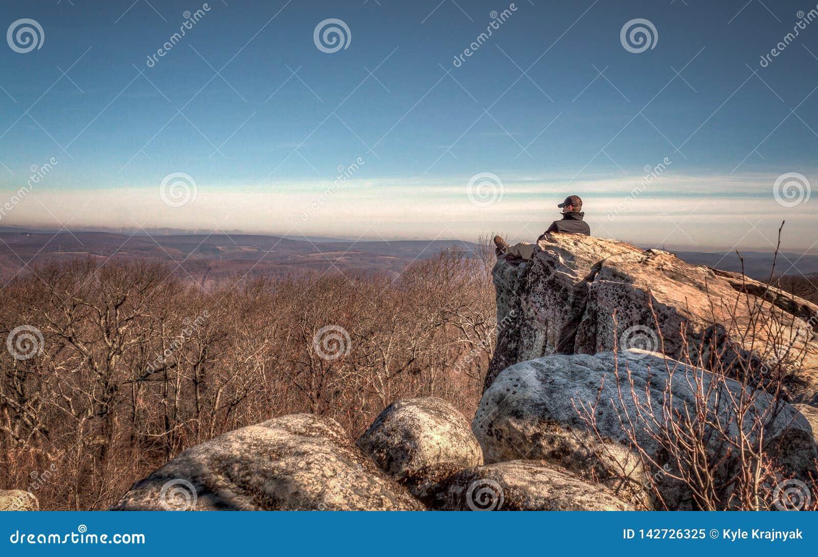 A solidão da montanha, rochas altas negligencia