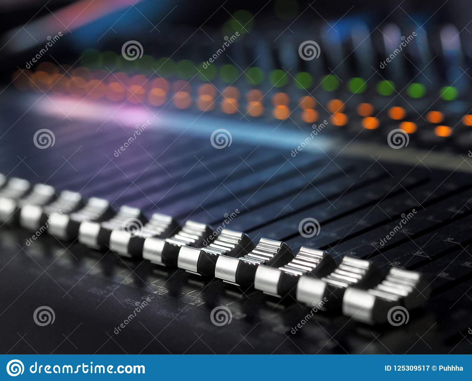 Solides Tonstudio-mischende Schreibtisch-Nahaufnahme Mischer-Bedienfeld