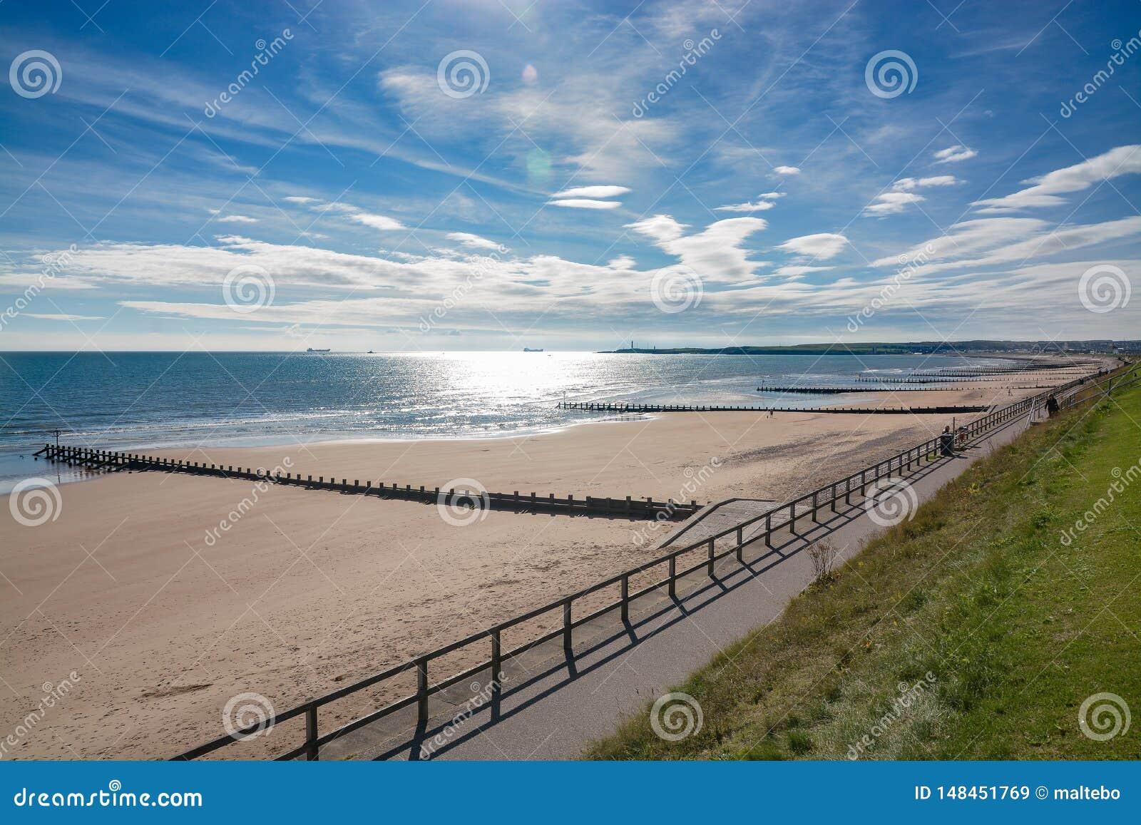 Solig eftermiddag på den Aberdeen stranden
