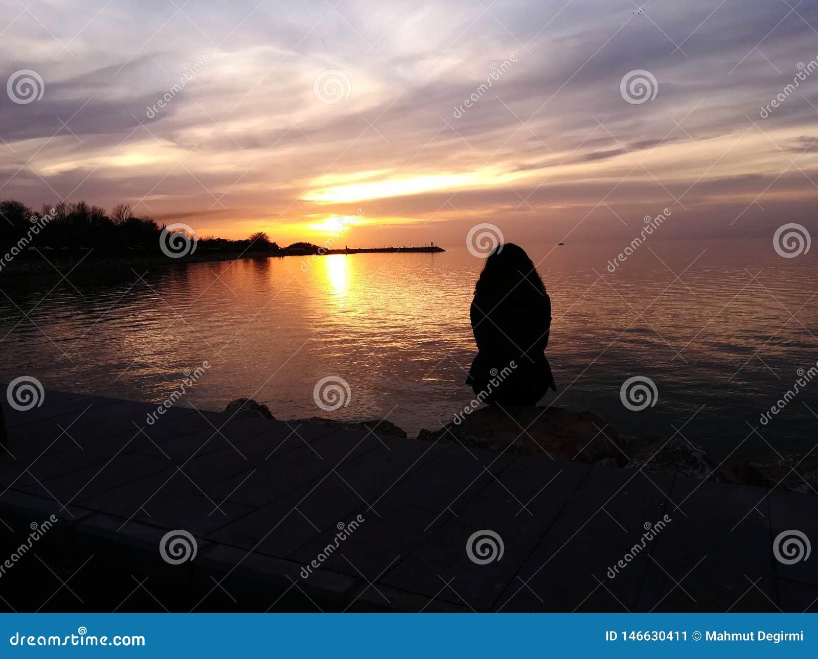 Solitude et coucher du soleil