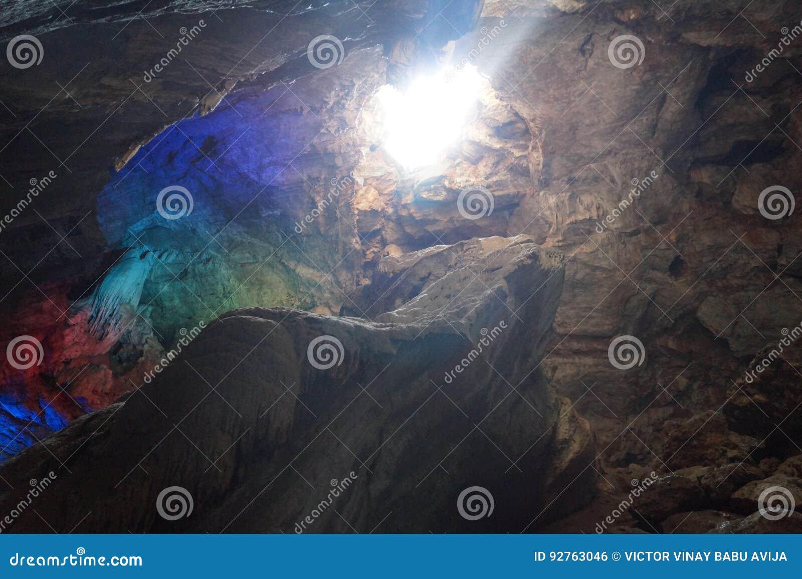 Solljus in i grottorna