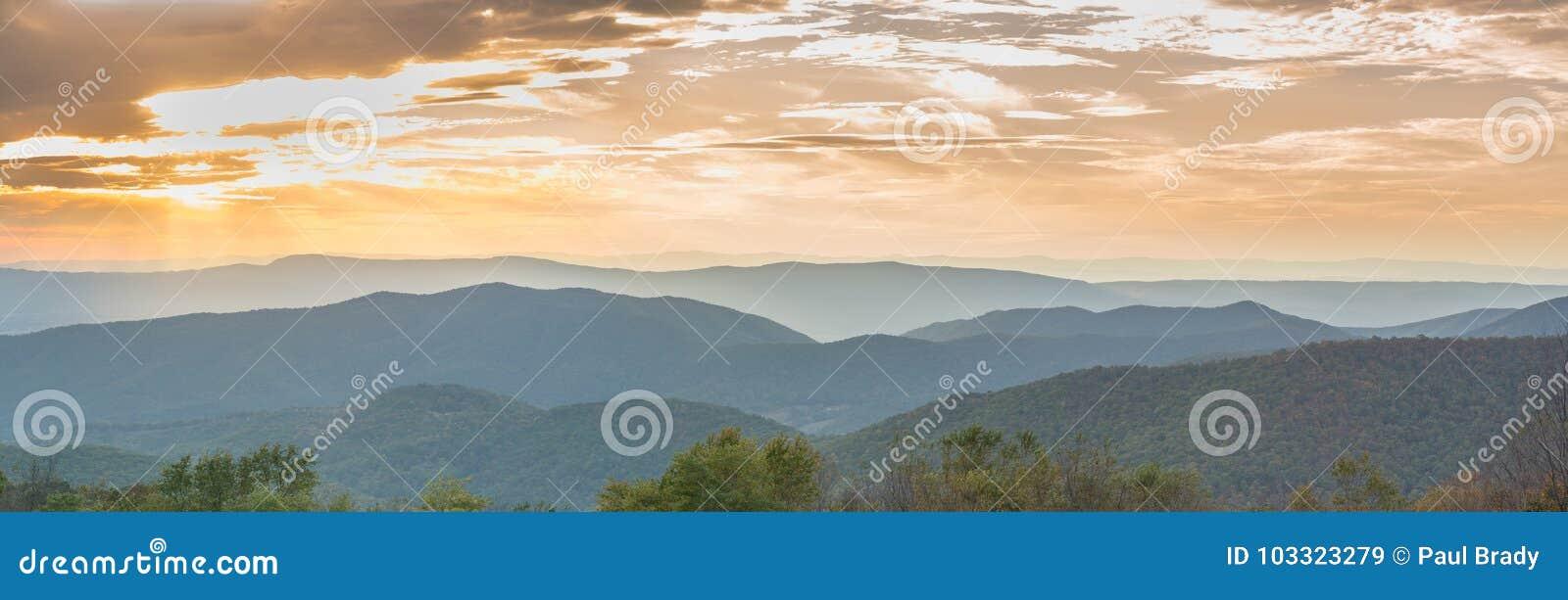 Solnedgång över den Shenandoah nationalparken