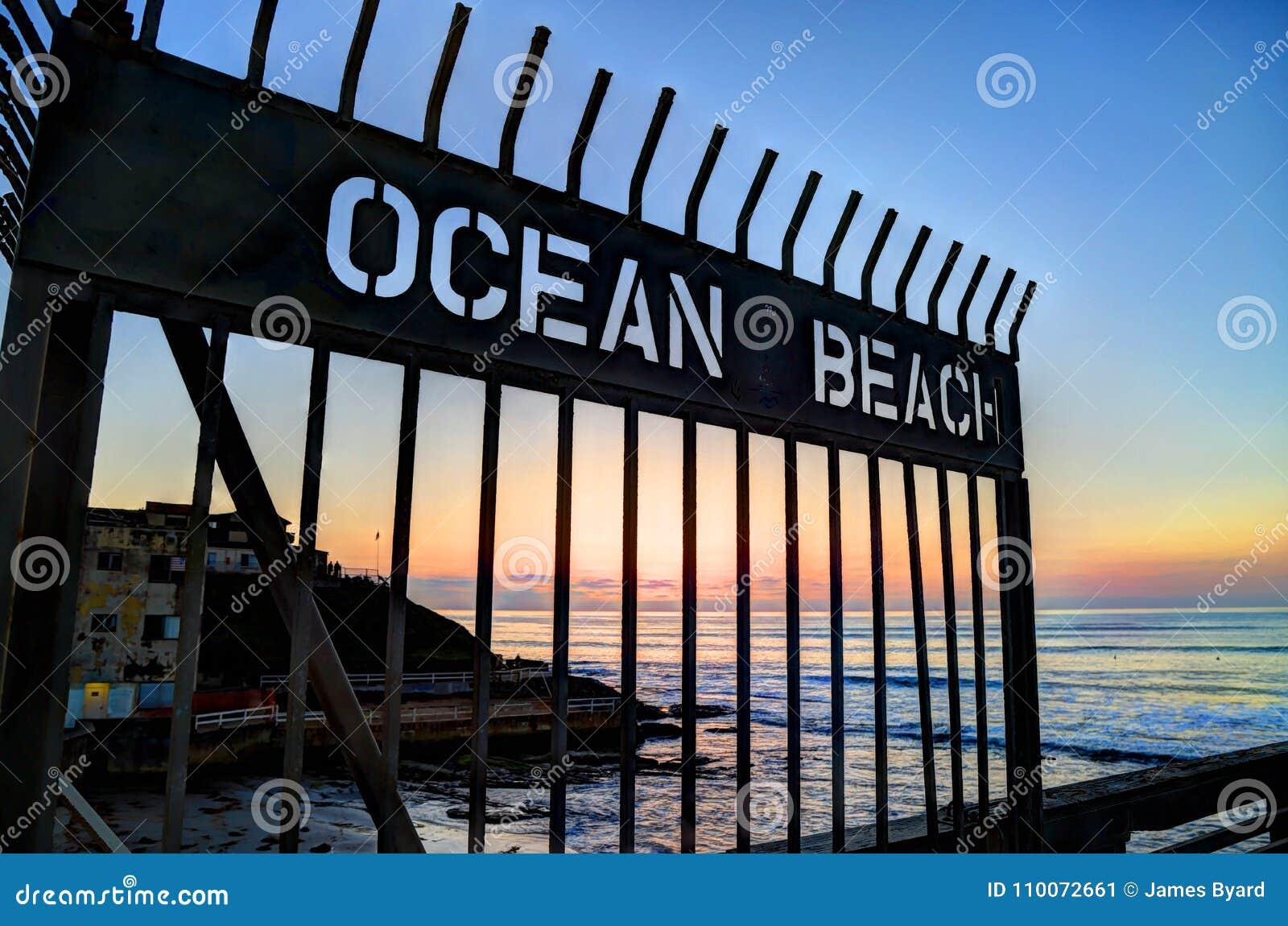 Solnedgång över havstrandpir nära San Diego, Kalifornien