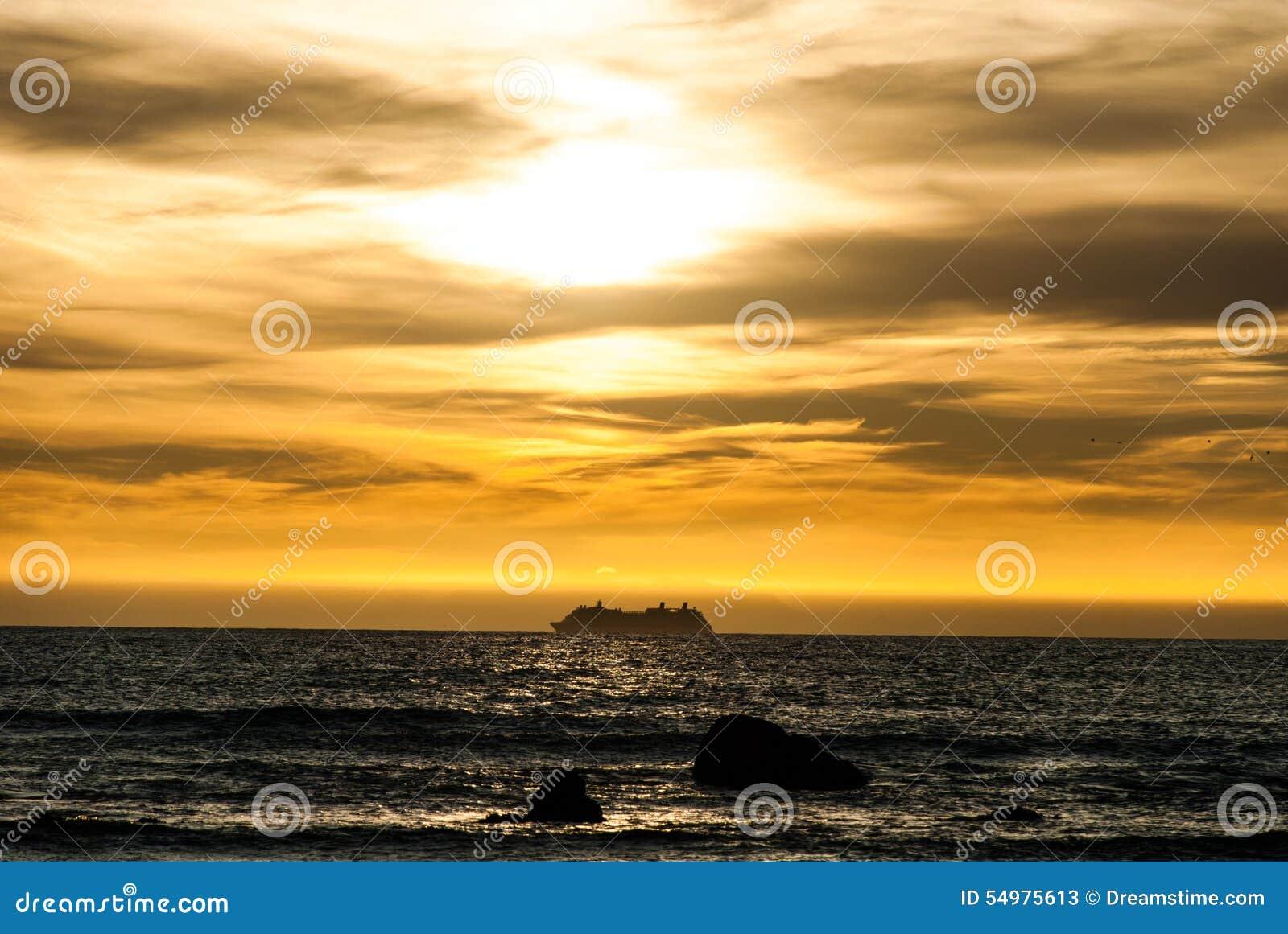 Solnedgång över kocks kanal
