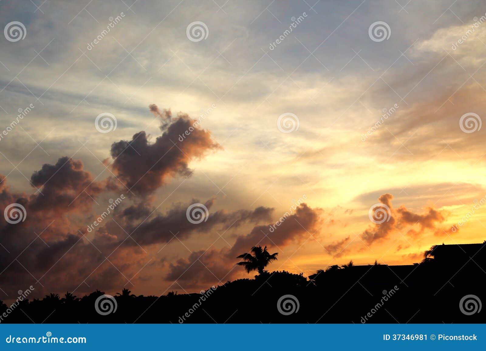 Solnedgång över landet