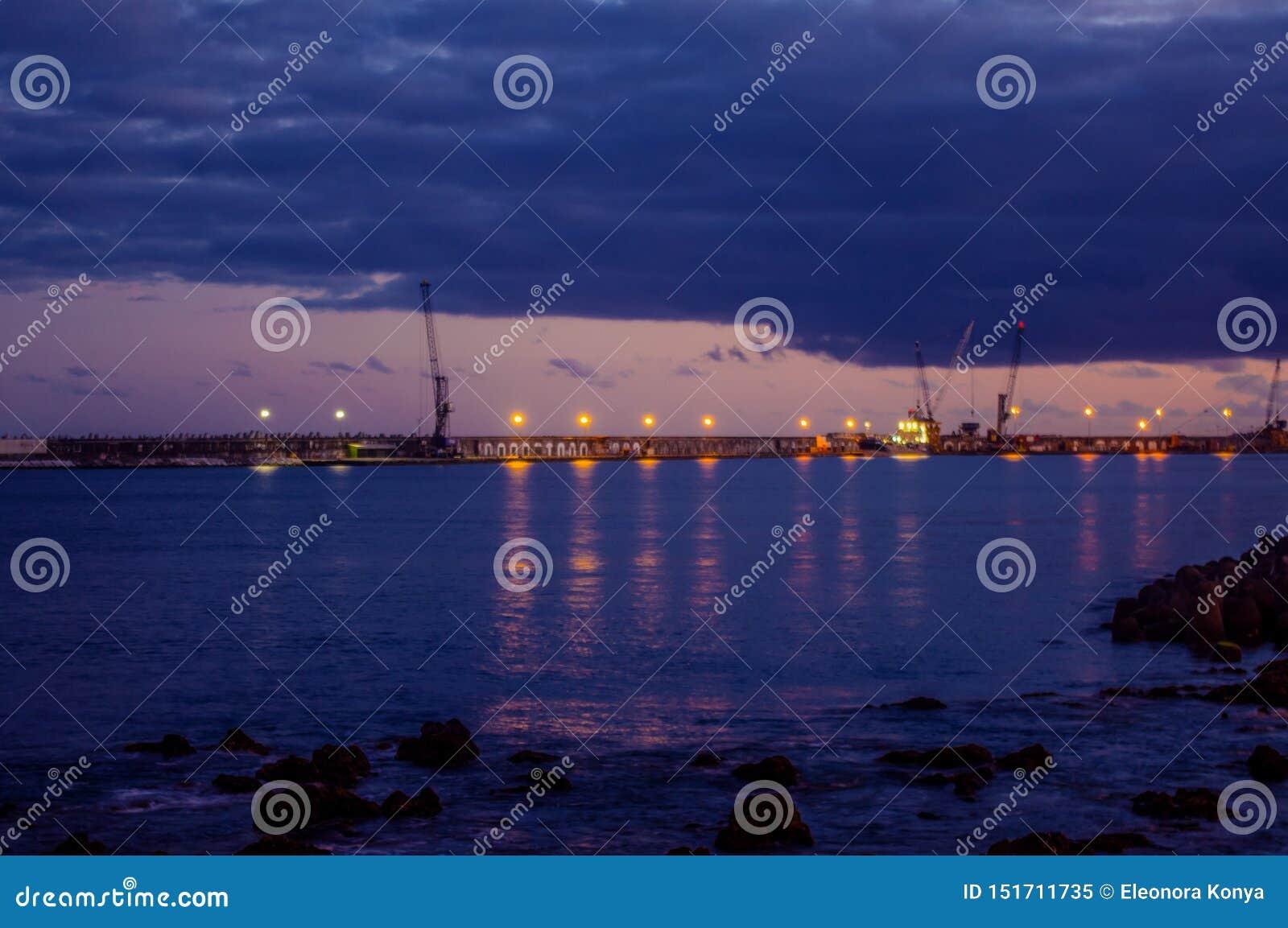 Solnedgång av port