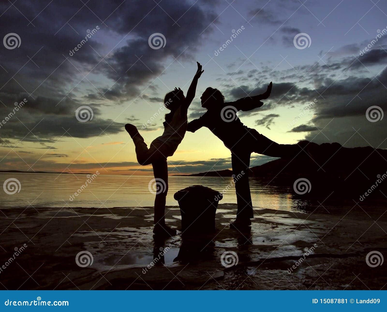 Solnedgång för dansdottermom