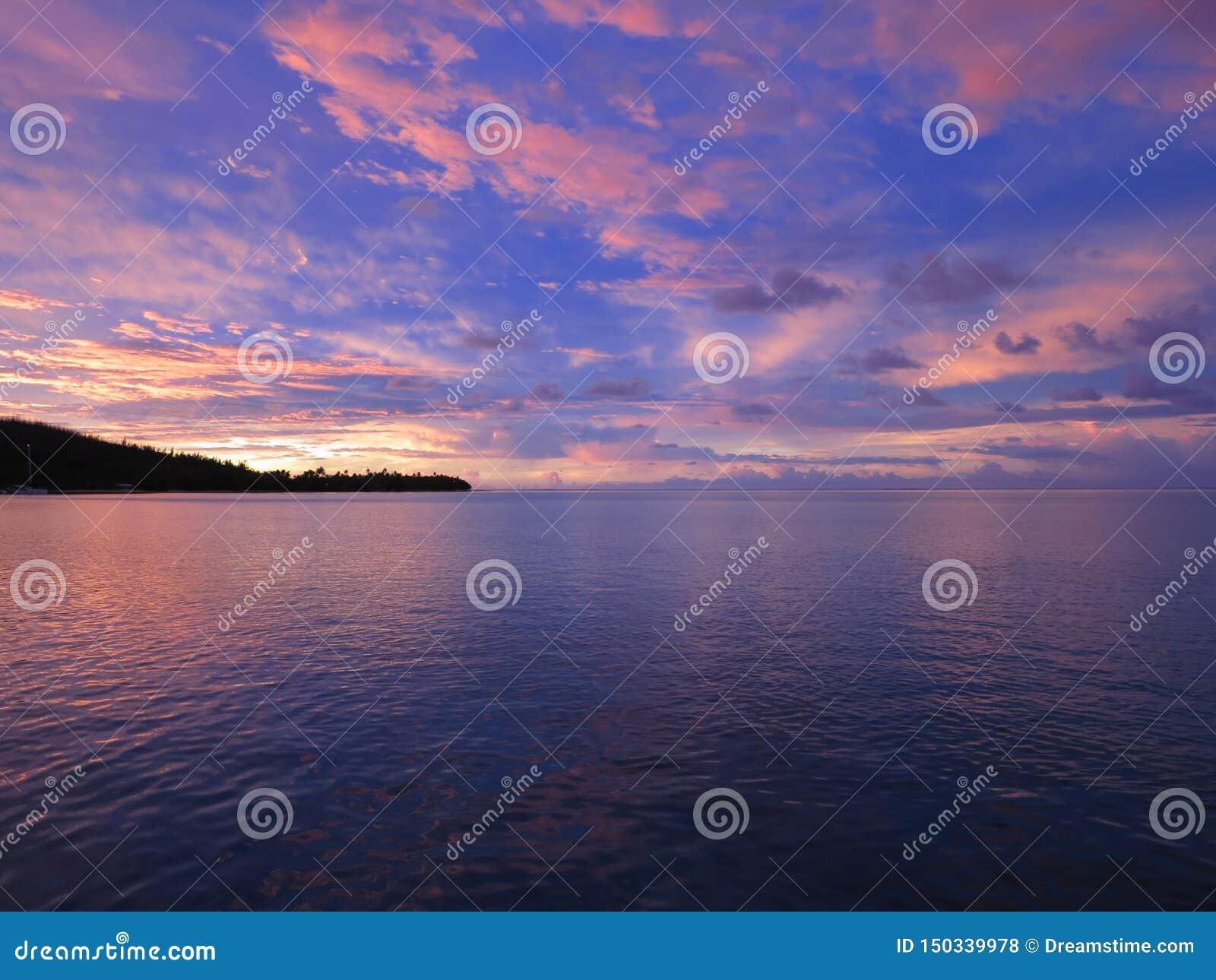 Solnedgång i franska Polynesien öar