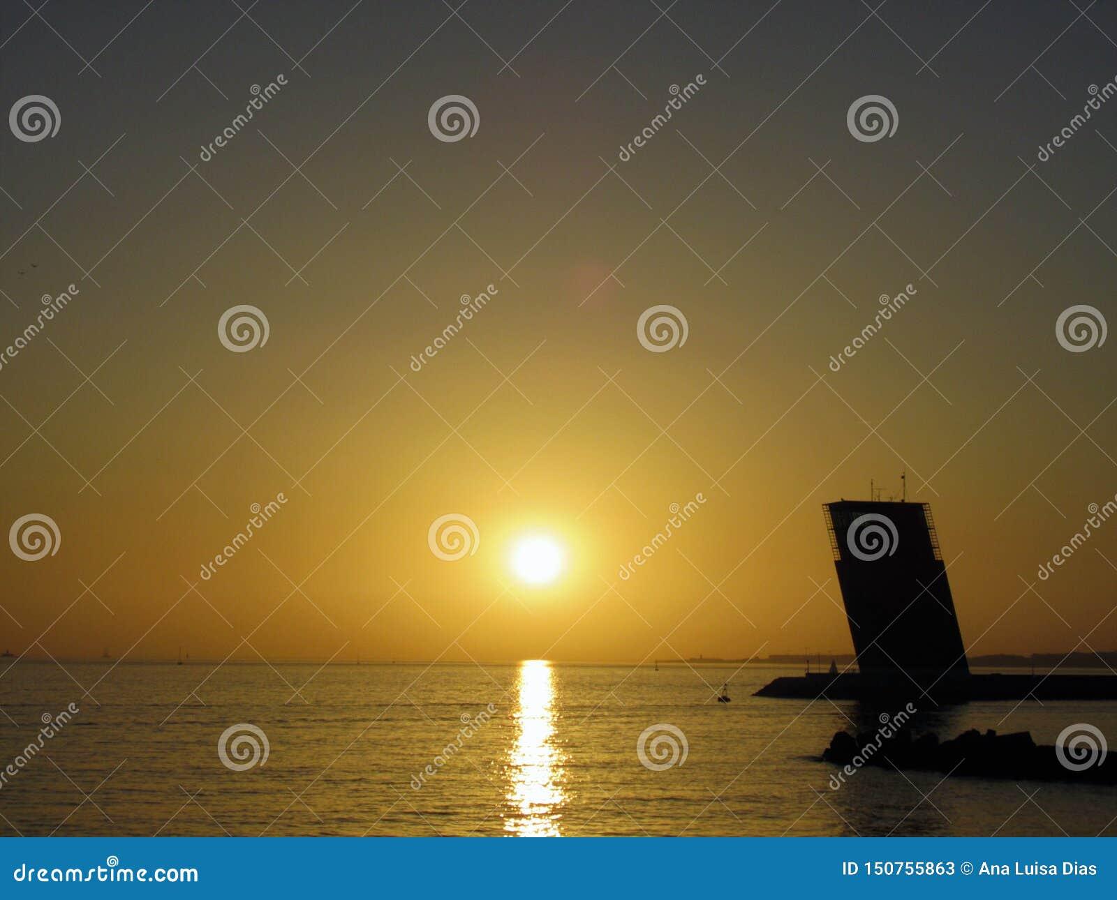 Solnedgång i Lissabon, Tagus River