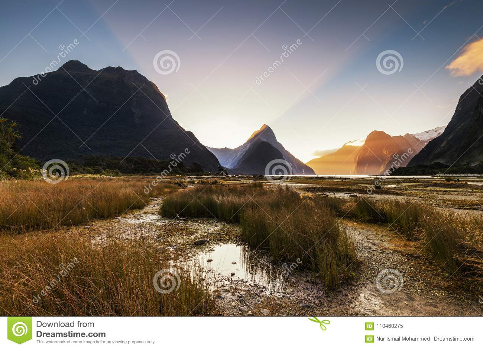 Solnedgång i Milford Sound, Nya Zeeland