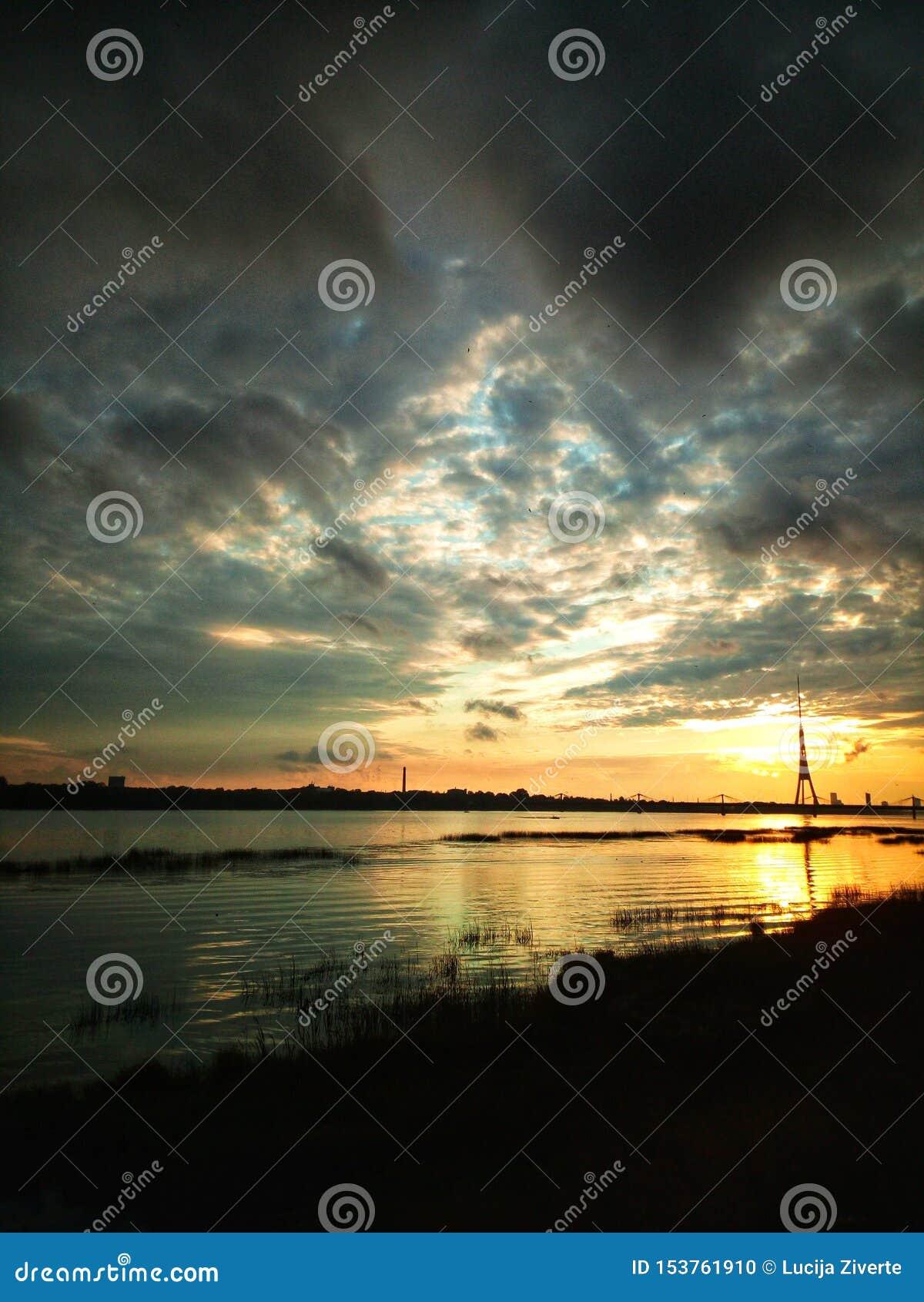 Solnedgång i Riga, Lettland, Europa