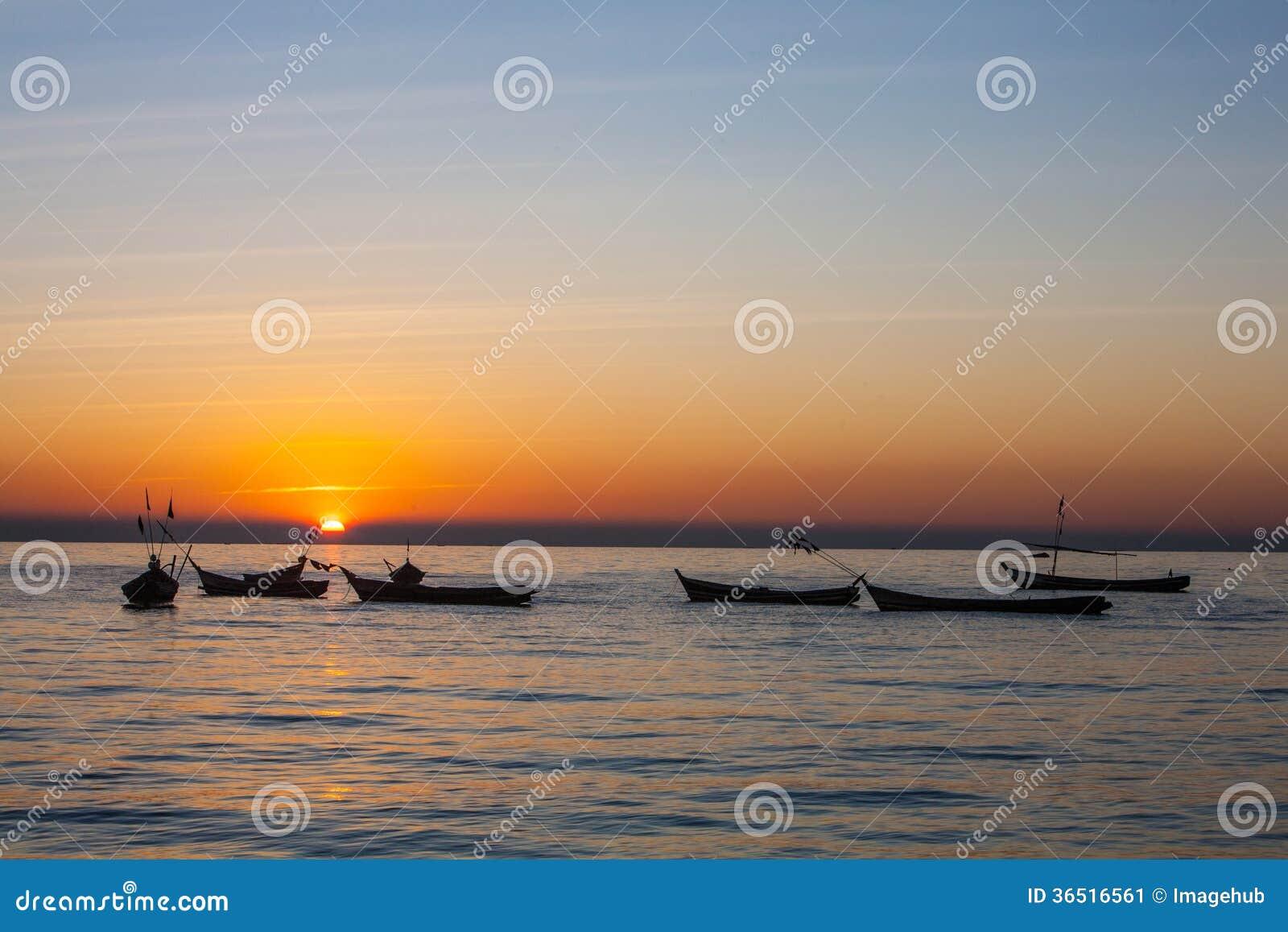 Solnedgång på den ayeyarwady floden, myanmar