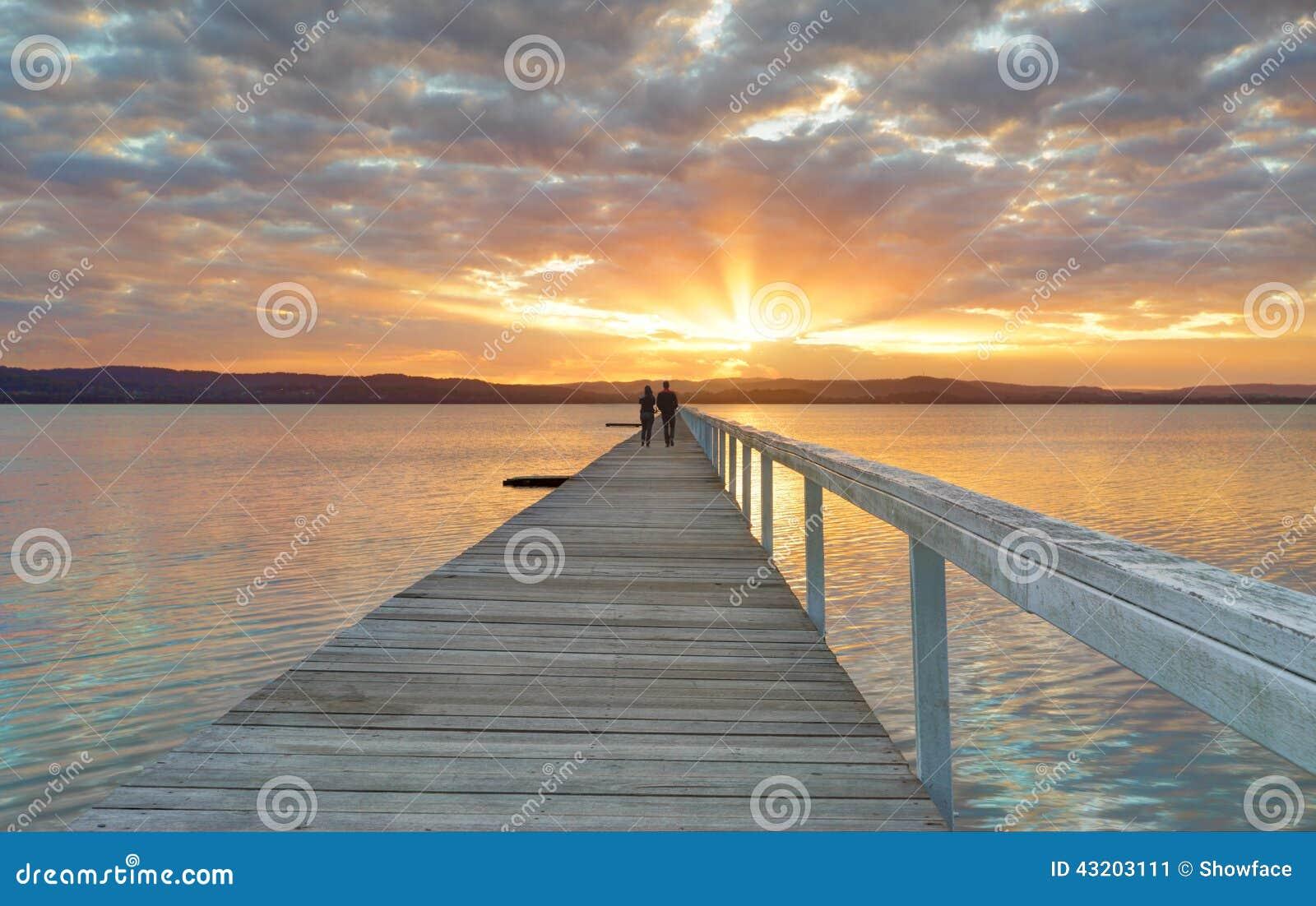 Download Solnedgång På Den Långa Bryggan Redaktionell Bild - Bild av vatten, australasian: 43203111