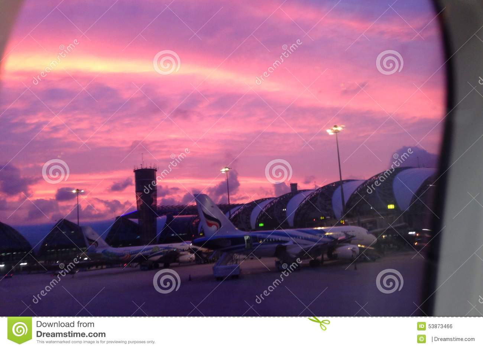 Solnedgång på flygplatsen