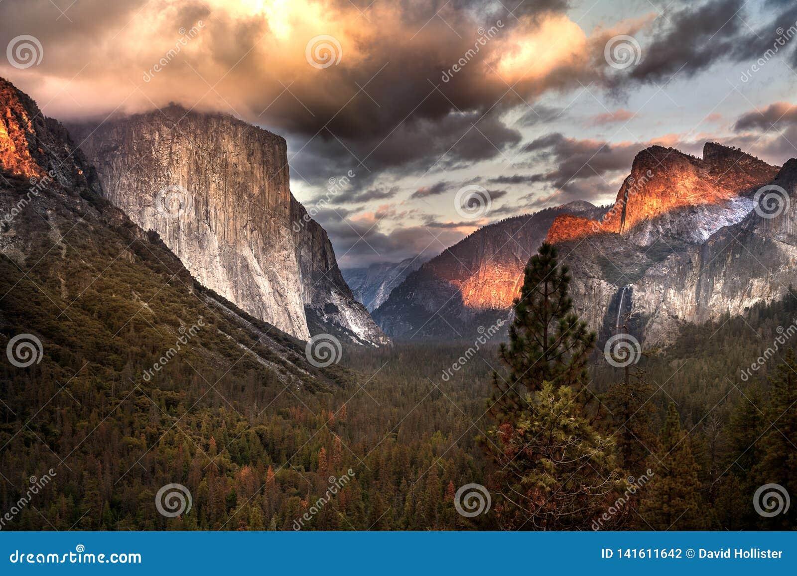 Solnedgång på tunnelsikten Yosemite Ca