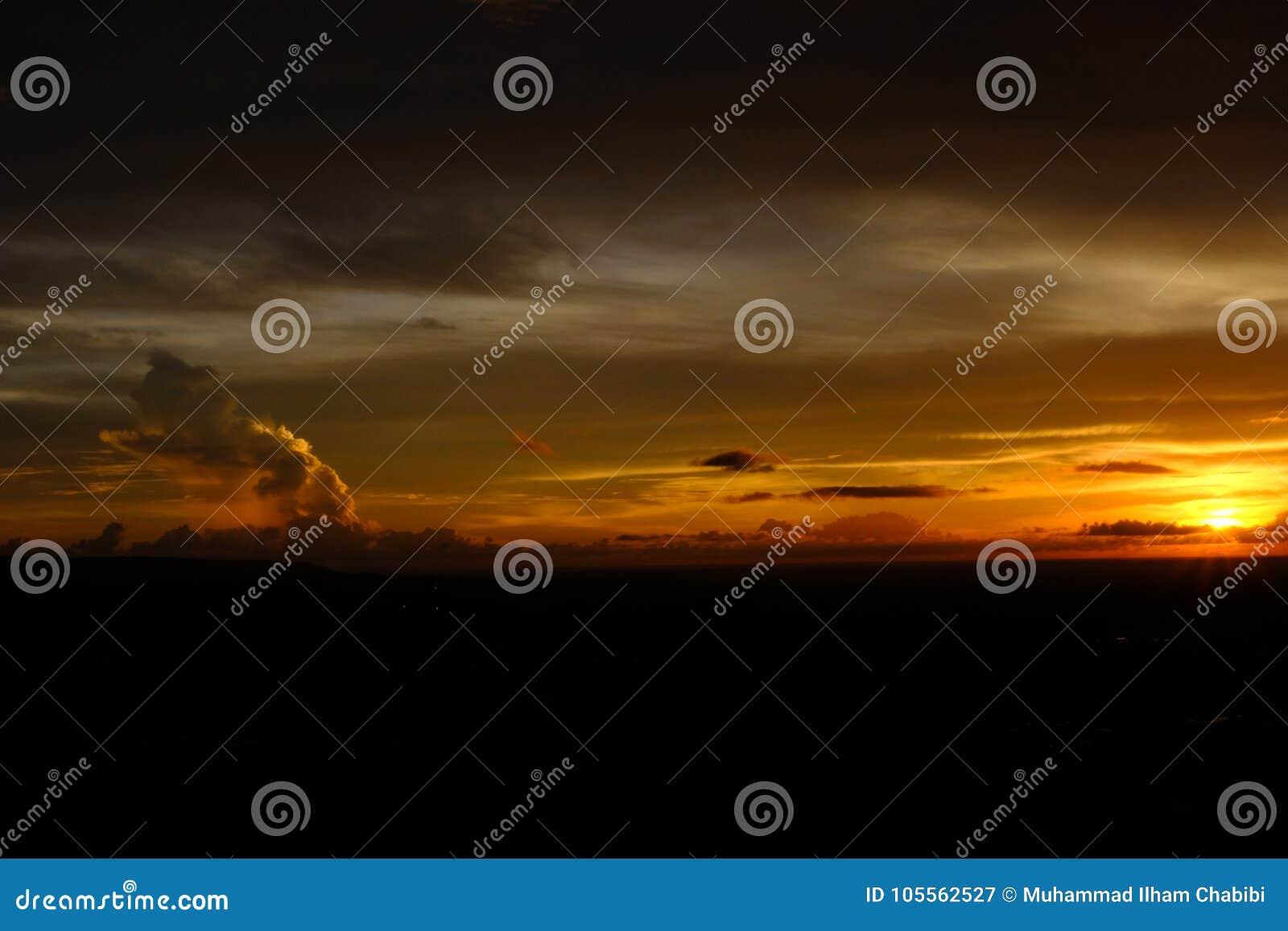 Solnedgång som presenterar himmel