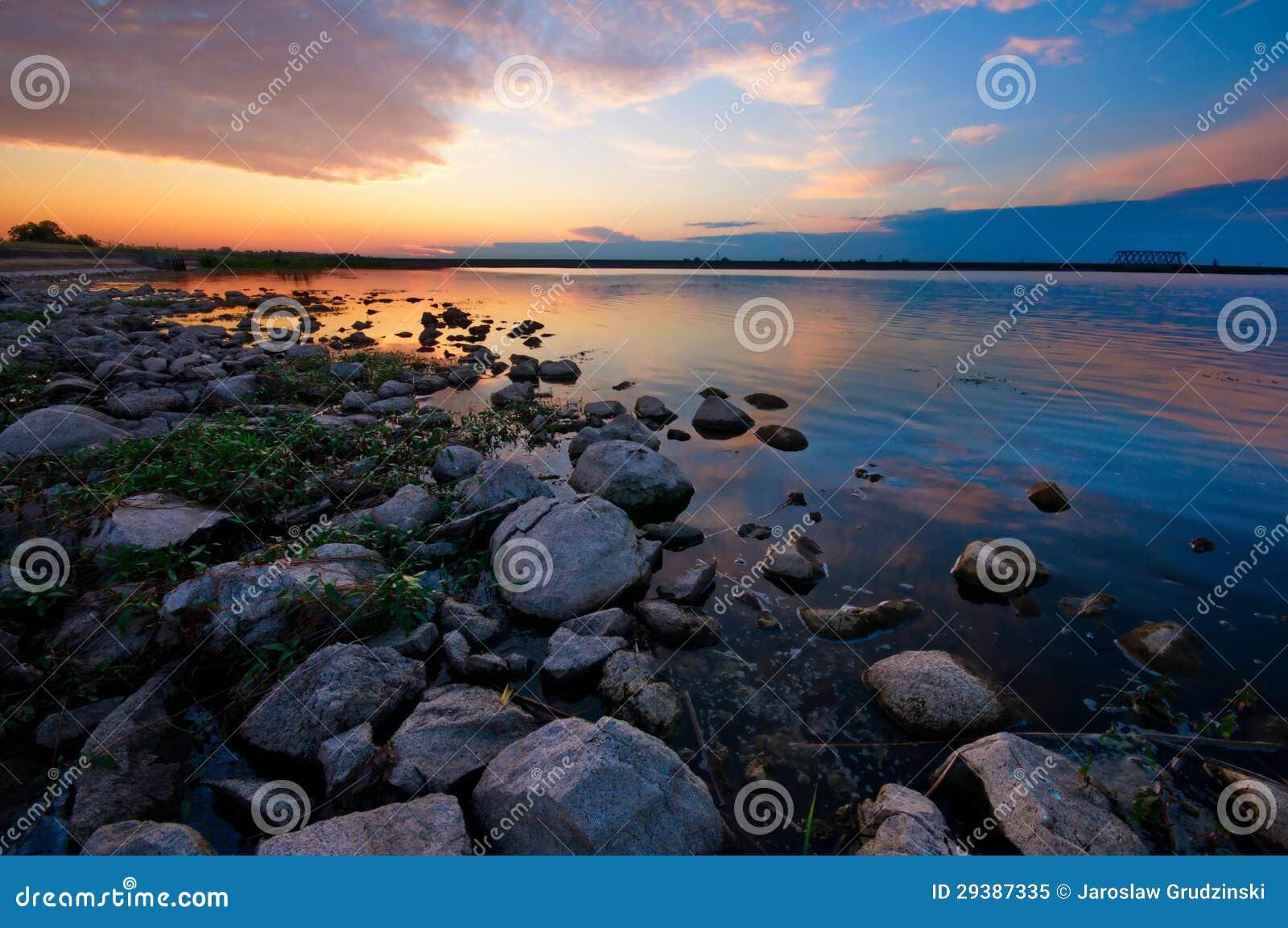 Solnedgång vid laken