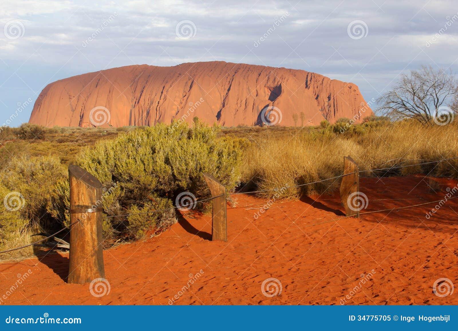 Solnedgången på Uluru Ayers vaggar i Australien