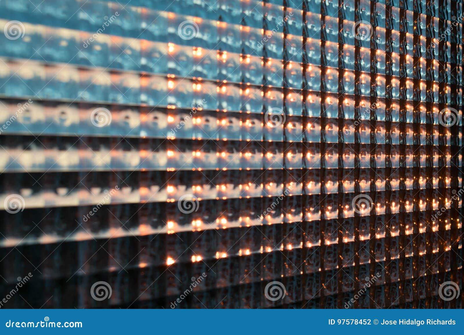 Solnedgångmodell till och med fönster