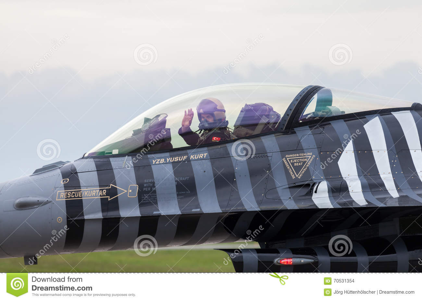 Soloturk turc de l Armée de l Air F-16 sur le salon de l aéronautique de Berlin