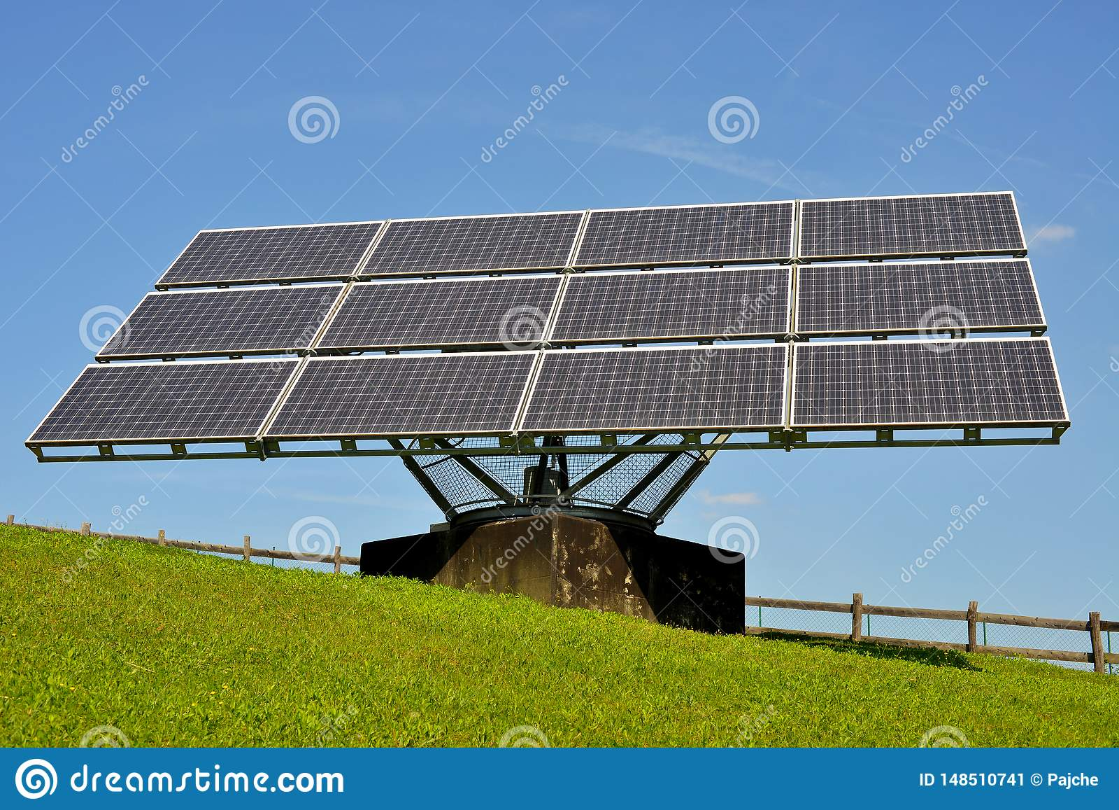 Solpaneler producera elektricitet