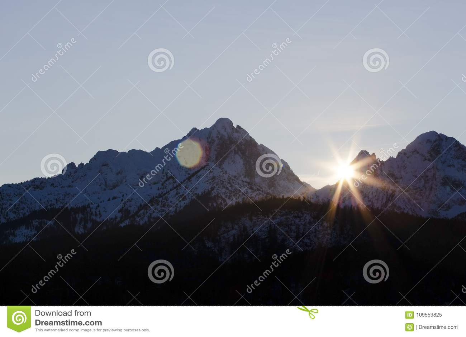 Solsken över bergen