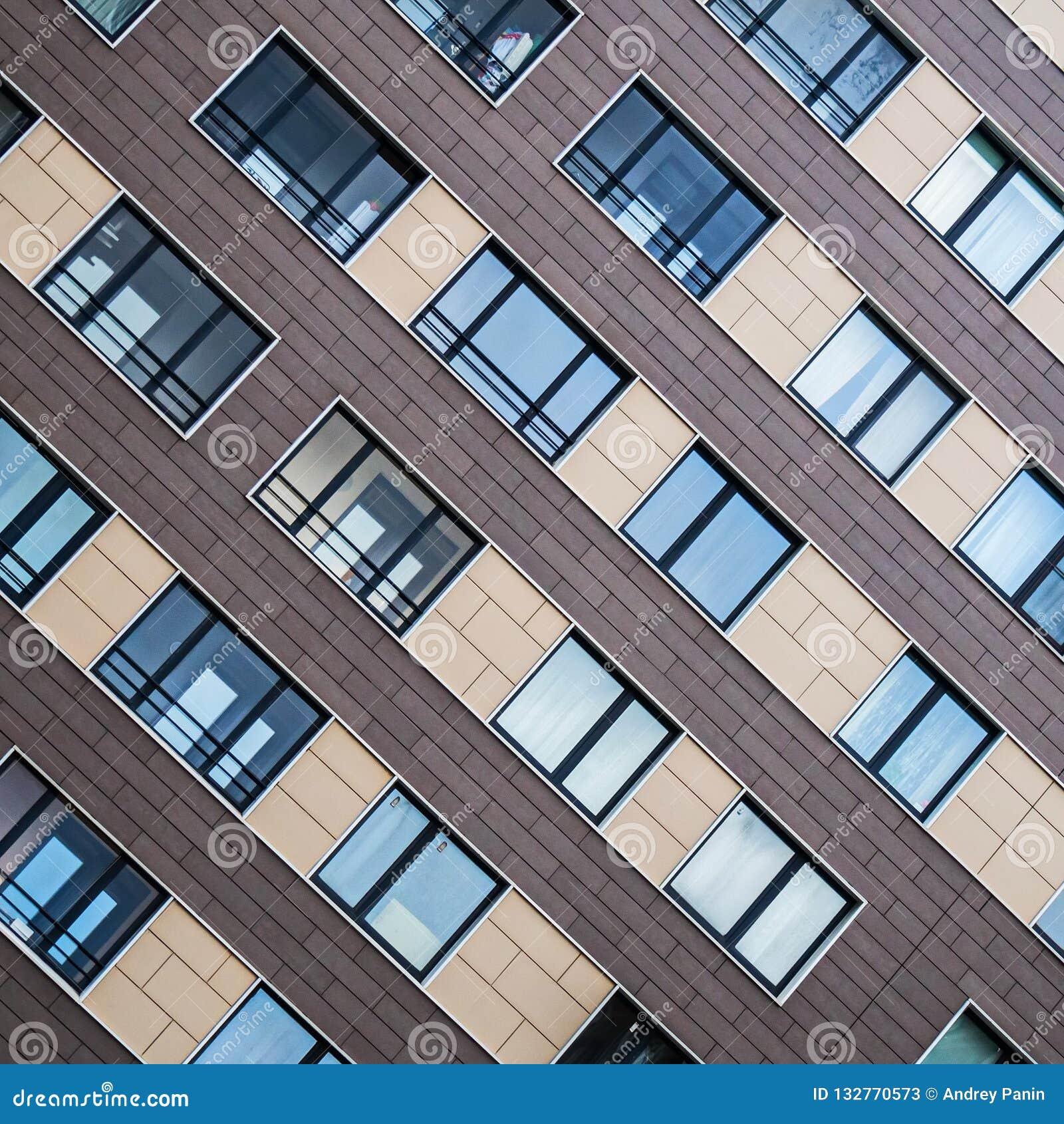 Soluções da fachada de construções residenciais novas