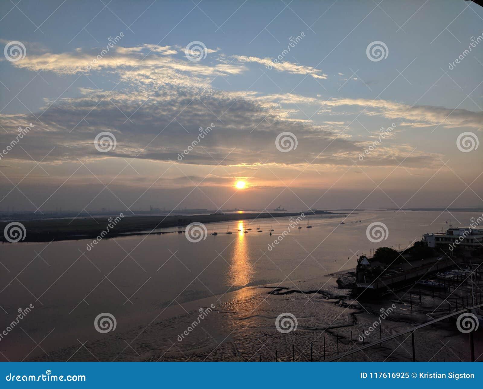 Soluppgång över den medway floden