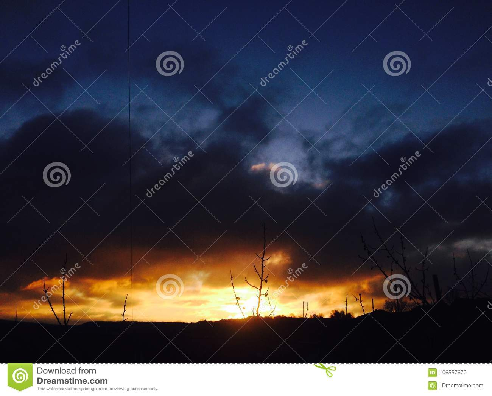 Soluppgång [förbluffa] [epos] [guld- safir]