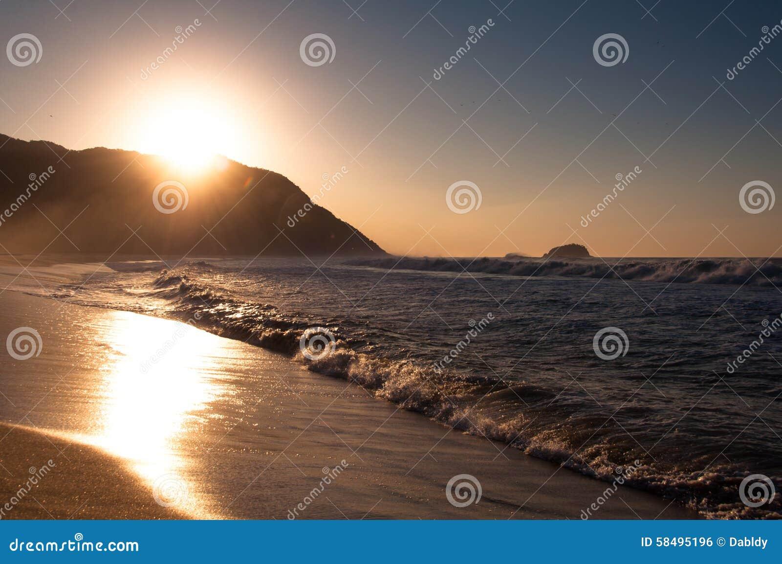 Soluppgång i stranden