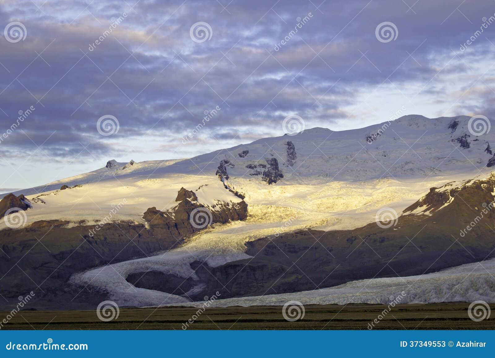 Soluppgång på den Fjalljokul glaciären