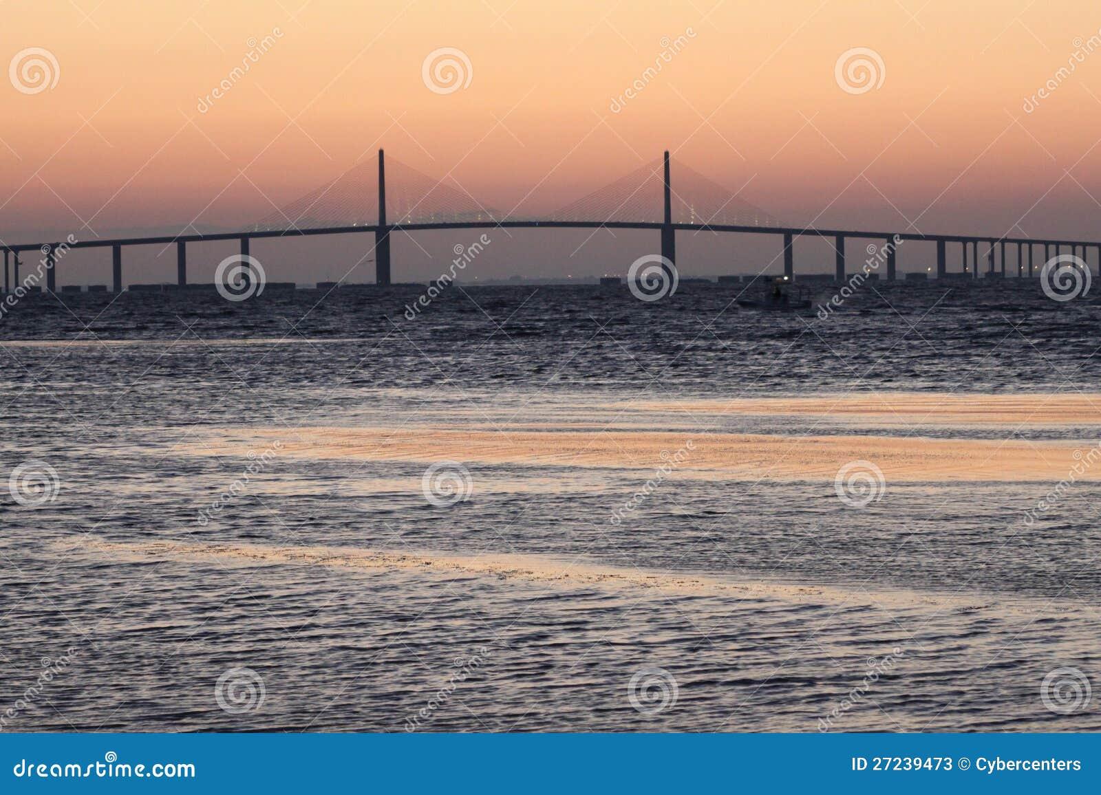 Soluppgång på den solskenSkyway bron