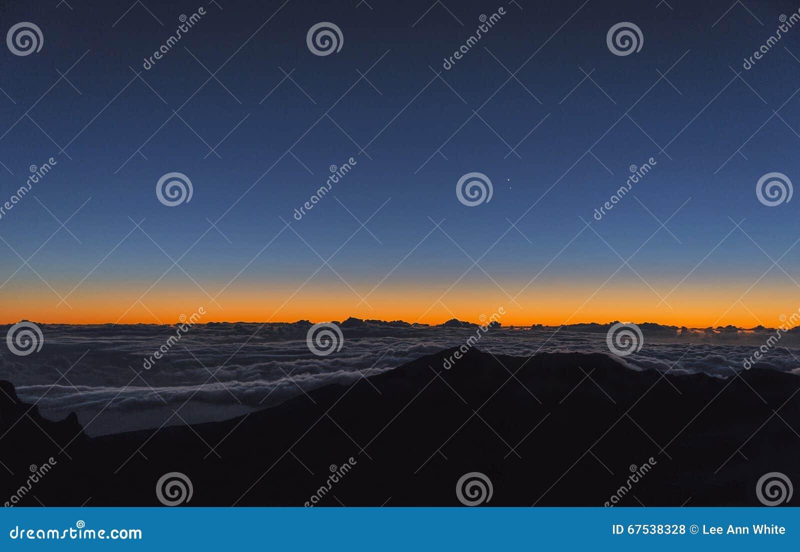 Soluppgång på horisonten på Mt haleakala