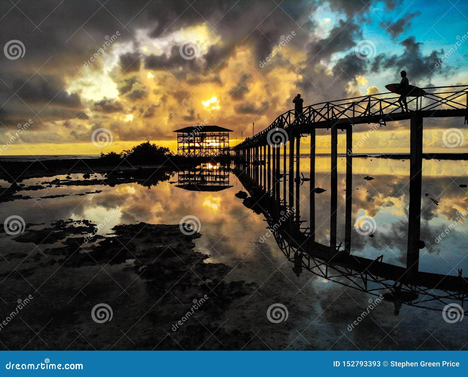 Soluppgång på molnet 9 - den Siargao ön - Filippinerna