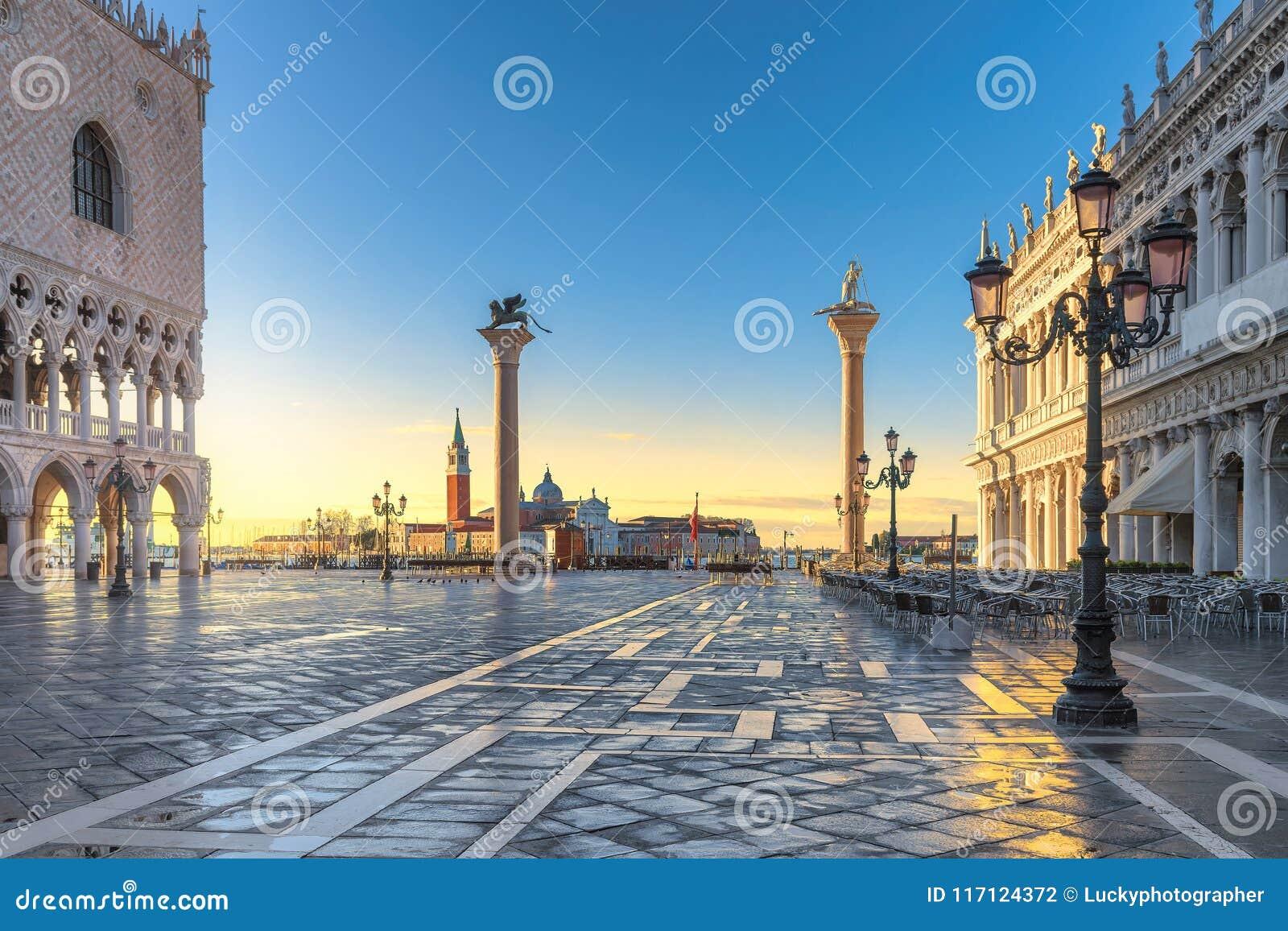 Soluppgång på Venedig, San Marco fyrkant i Venedig, Italien