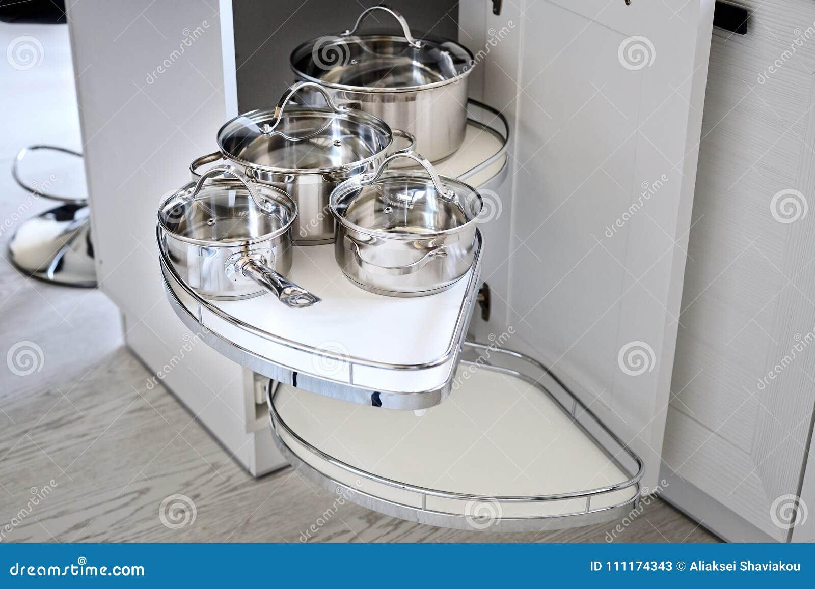 Soluzione Per Uno Stoccaggio Dell\'angolo Della Cucina In Un ...