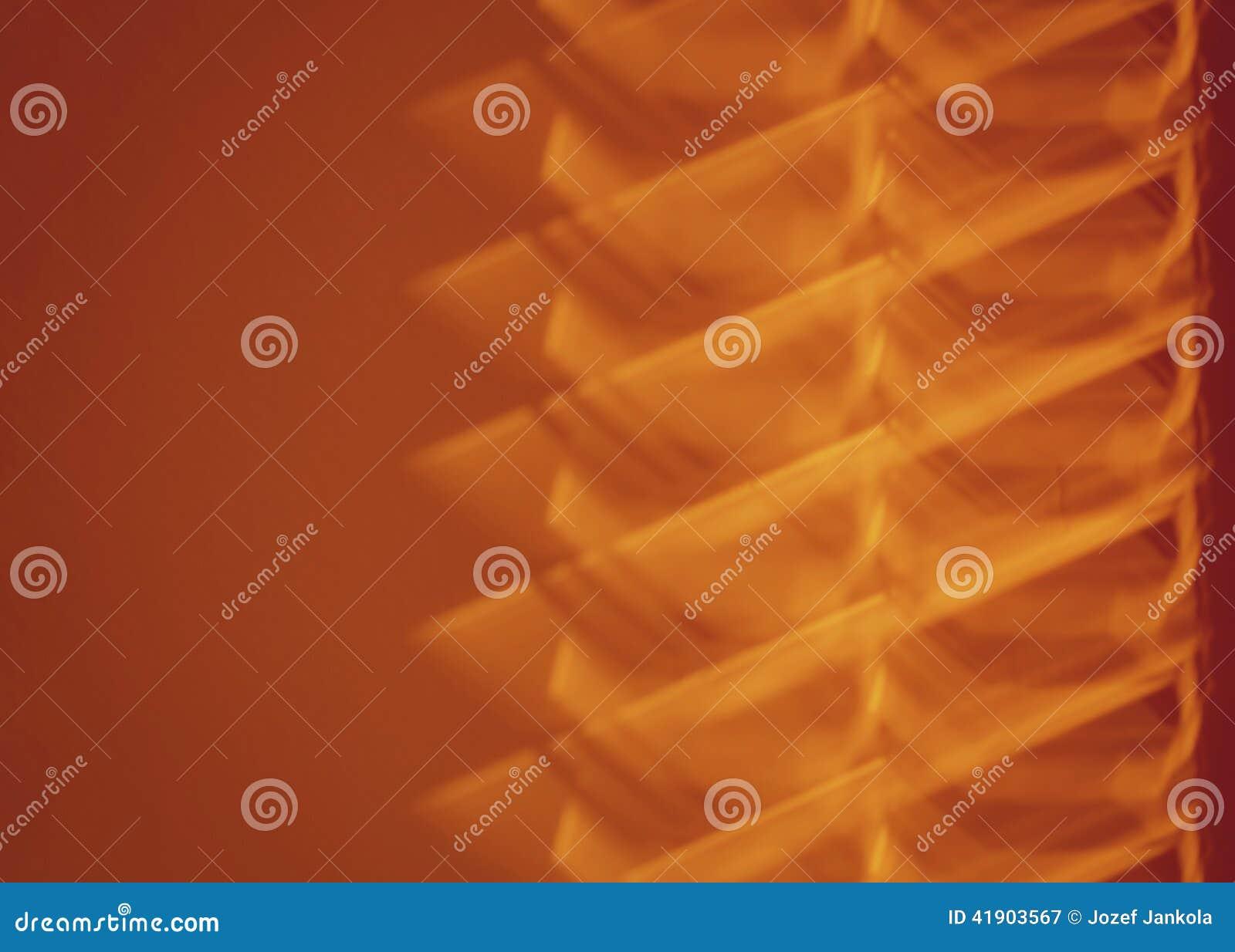 Sombra de persianas en la pared anaranjada
