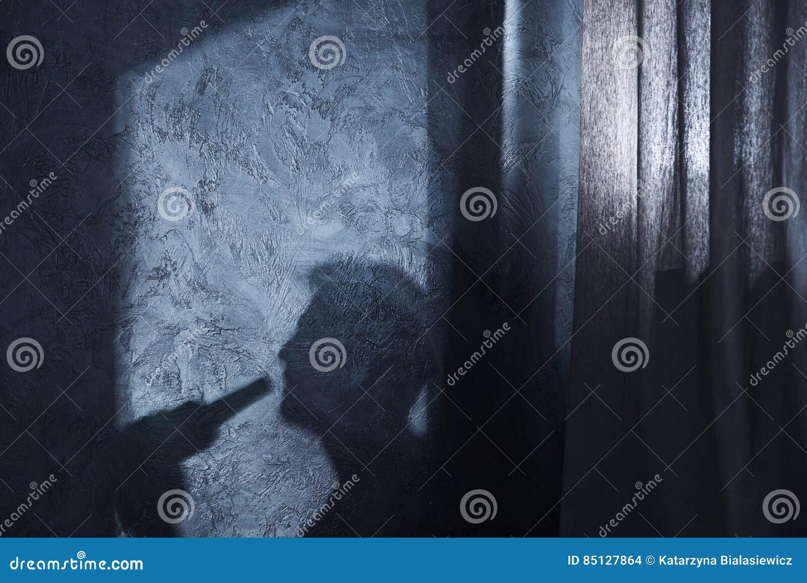 Sombra do homem bebendo
