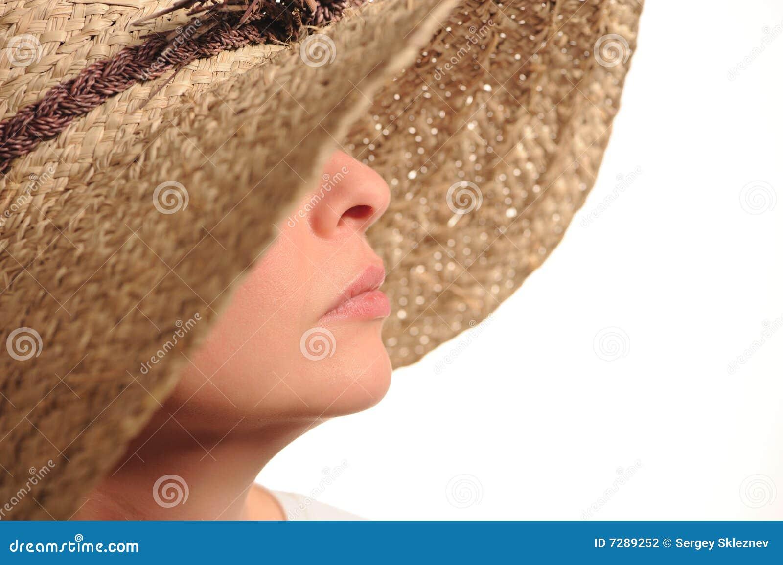 Sombrero atractivo de la mujer y de paja