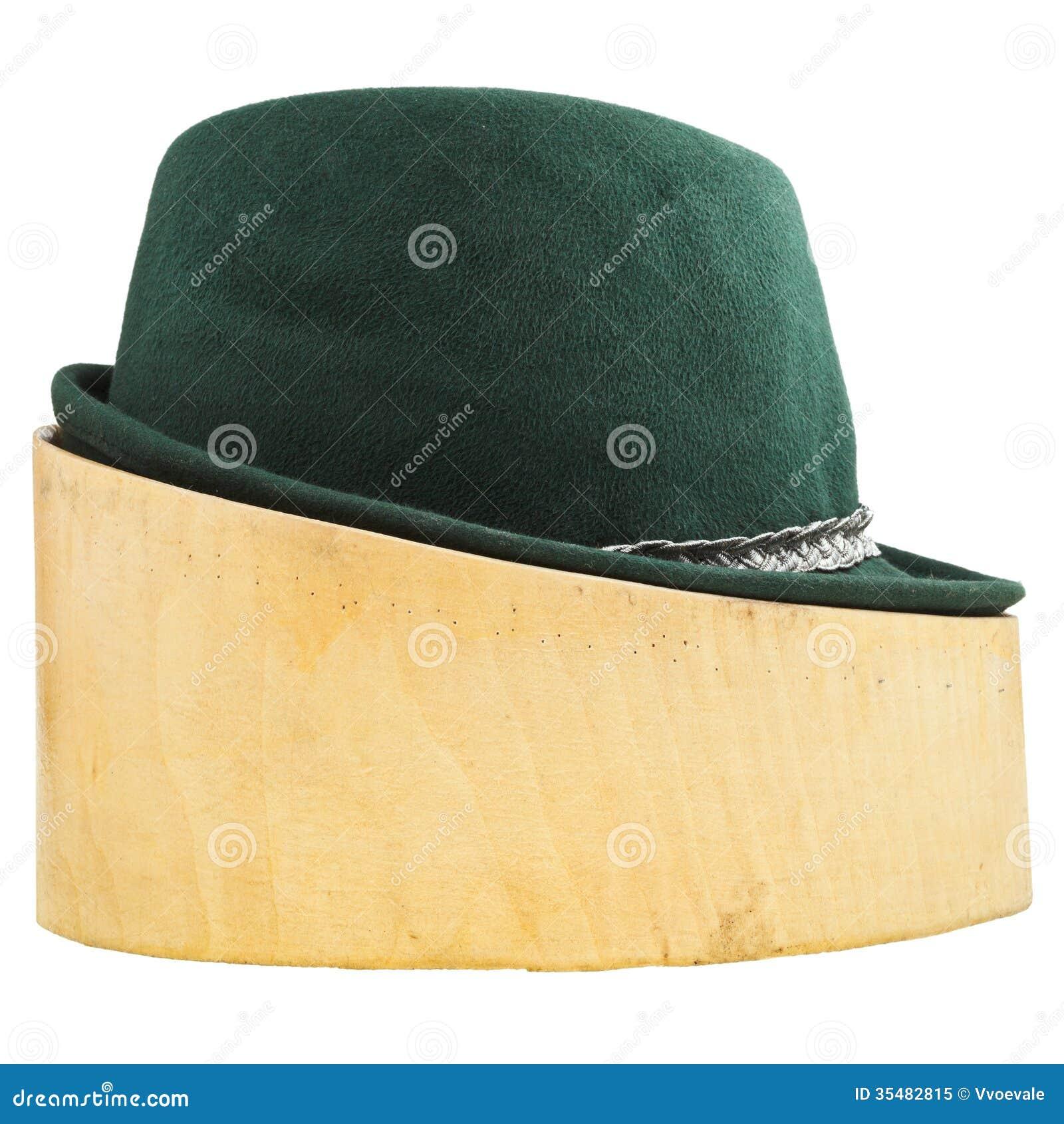 Sombrero De Fieltro Tirolés Verde En El Bloque De Madera Del Tilo ... 9717774fa8b2