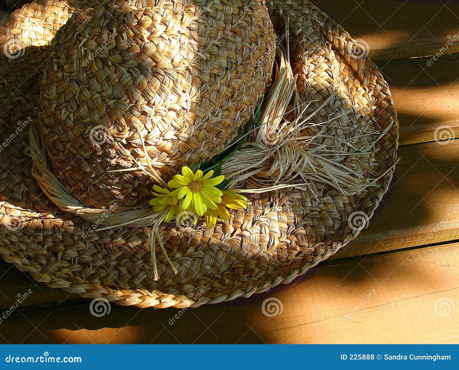 Sombrero de paja con las flores