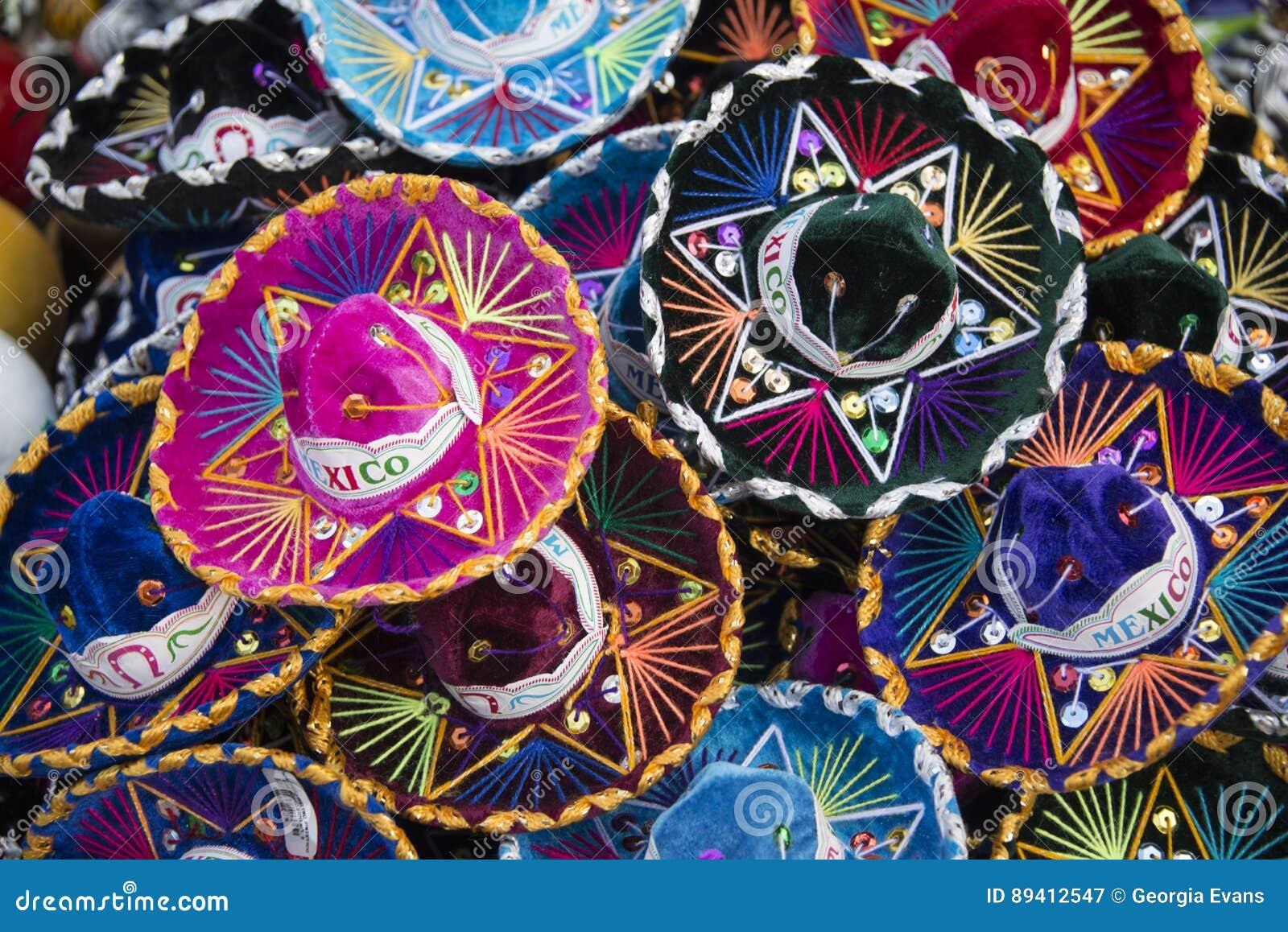 Sombreros Mexicanos Coloridos Del Sombrero En México Imagen de ... d4a620864a2