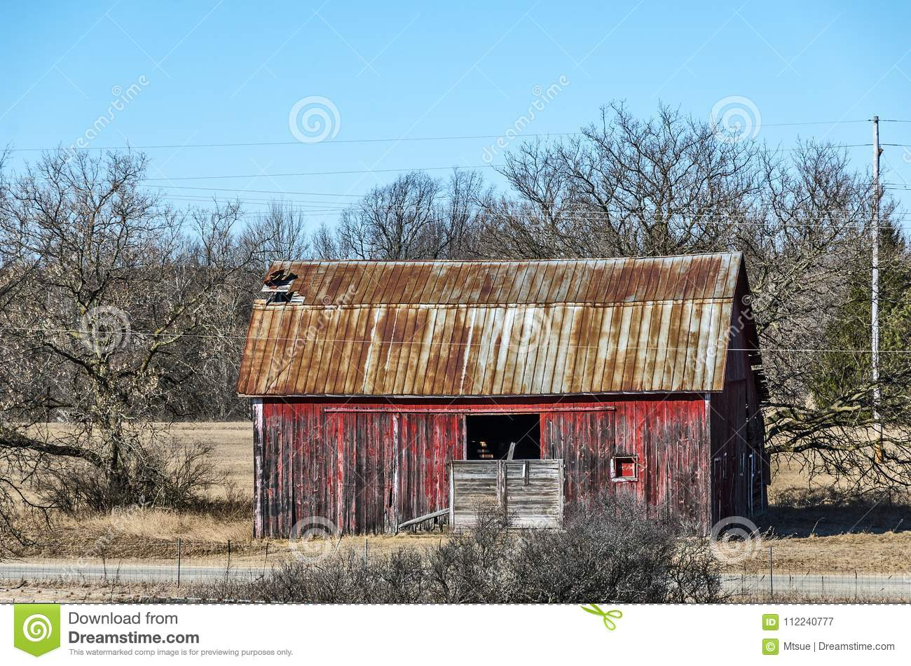 Red Barn With Rusty Metal Roof Stock Image Image Of Wood Sunlight 112240777