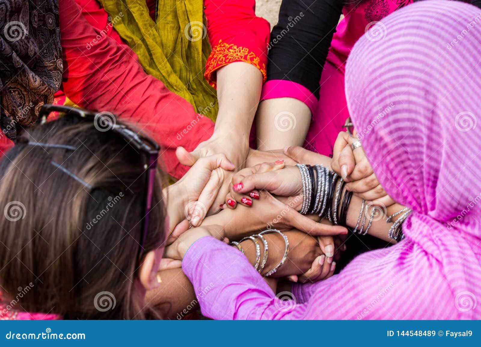 Pakistani local girls pics