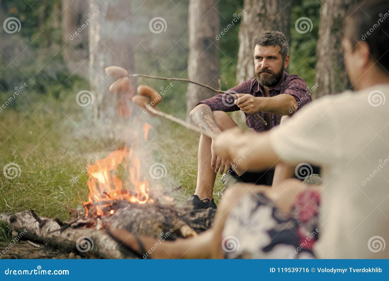 Sommar som campar och att fotvandra, semester Picknick grillfest och att laga mat matbegrepp