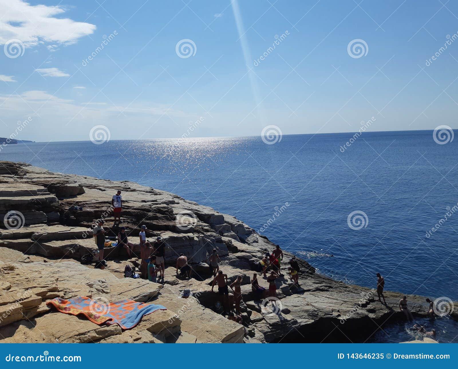 Sommar vibesen, stranden, havet, sol, kopplar av, himmel, loppet, Grekland, ön, förälskelse, morgon